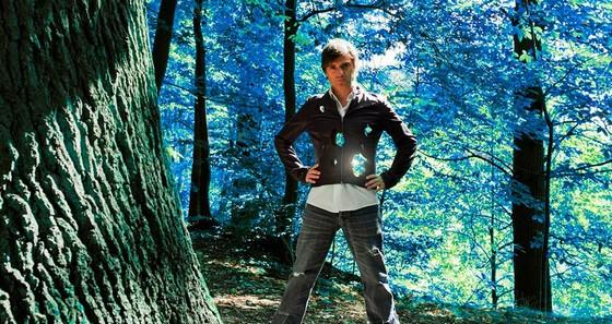 Que ce soit sur mer ou en forêt, Frédéric surfe...parmi les elfes !